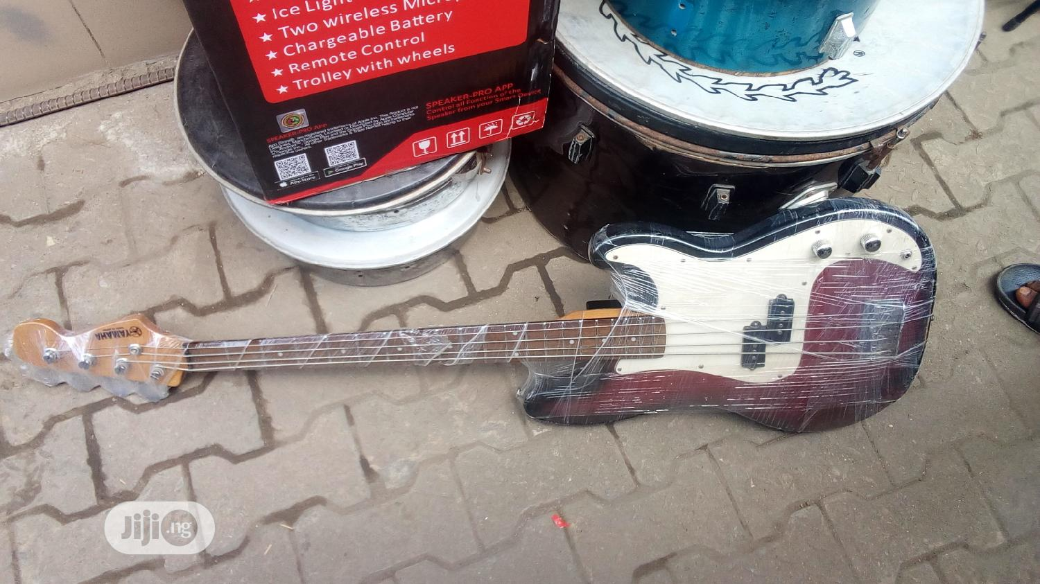 4 Strings Yamaha Bass Guitar   Musical Instruments & Gear for sale in Oshodi, Lagos State, Nigeria