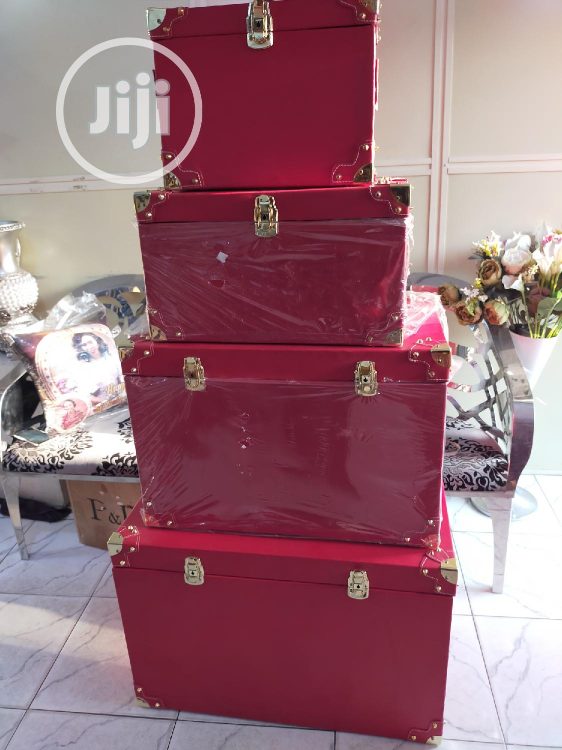 Executive Gift Trunks And Hampers For VIP