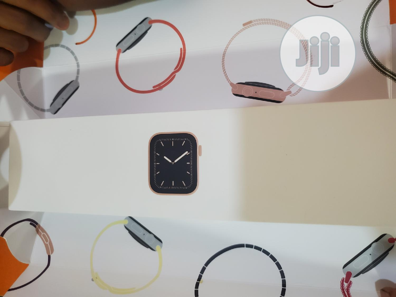 Apple Watch Series 5 40mm | Smart Watches & Trackers for sale in Onitsha, Anambra State, Nigeria