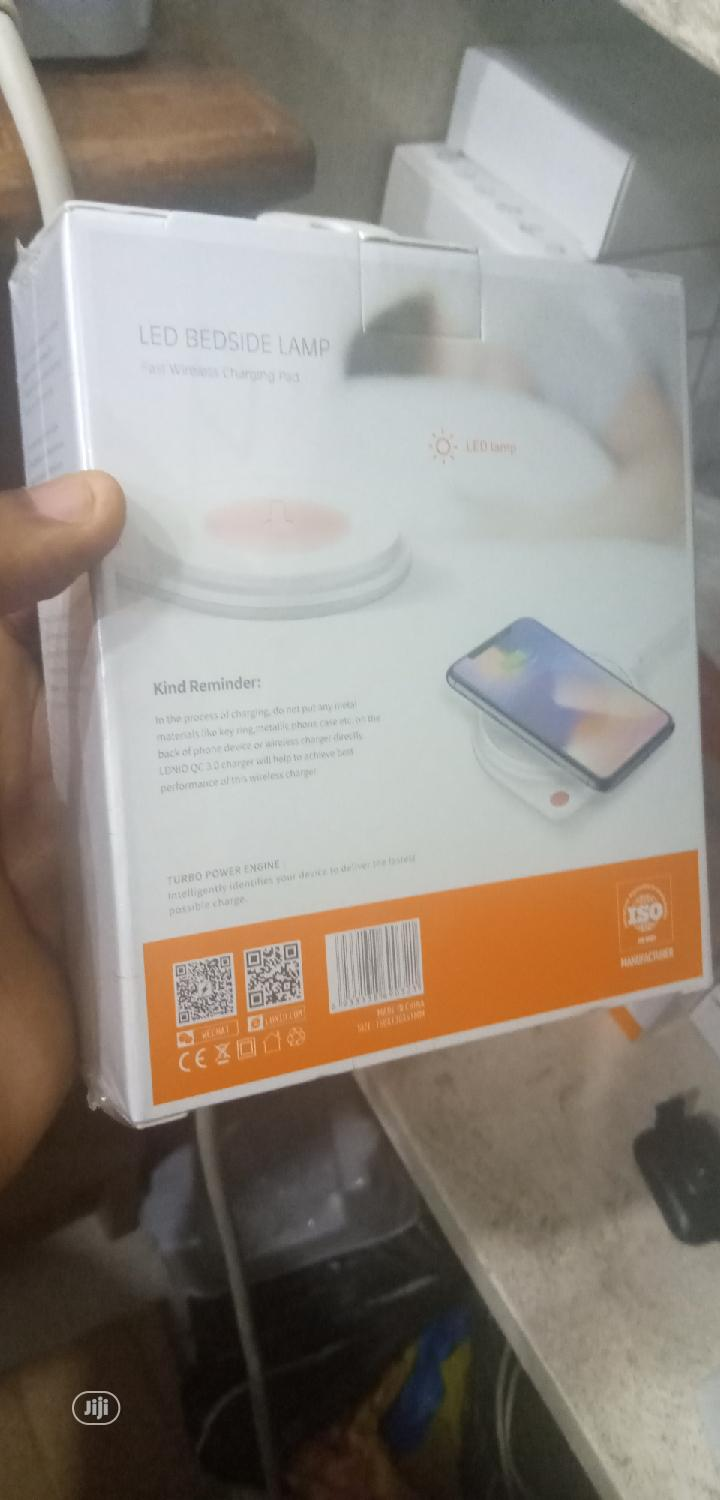 Archive: Ldnio Bedside Lamp Wireless Fast Charger