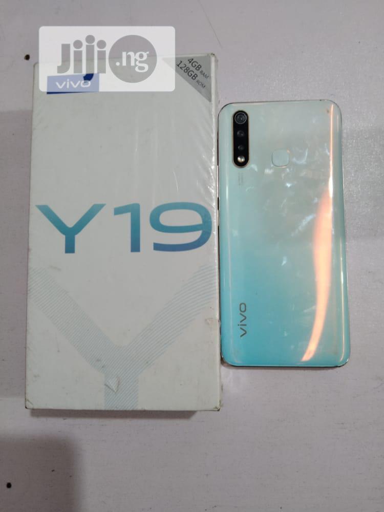 New Vivo Y19 128 GB Black