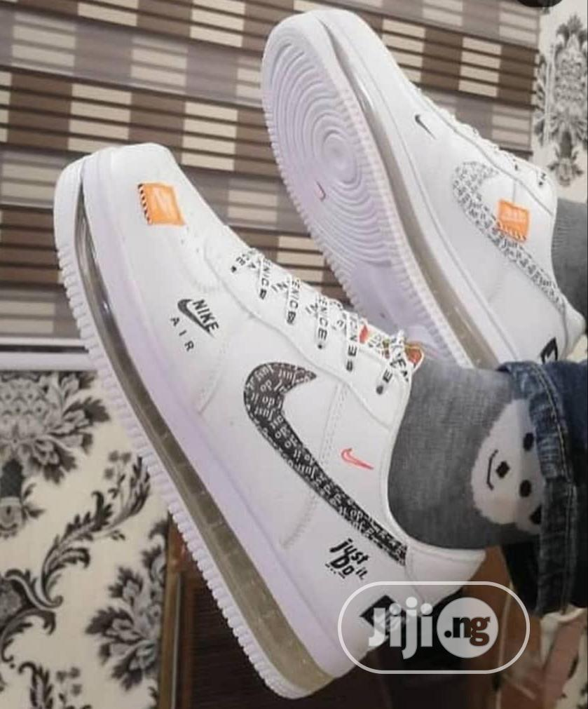 Unique Fashion Men Nike Airforce White Sneaker | Shoes for sale in Alimosho, Lagos State, Nigeria