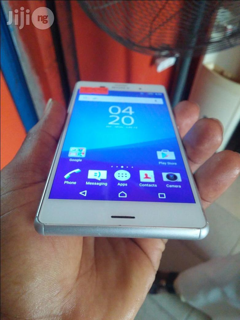 Uk Used Sony Xperia Z3 Dual White 32 GB | Mobile Phones for sale in Ikeja, Lagos State, Nigeria