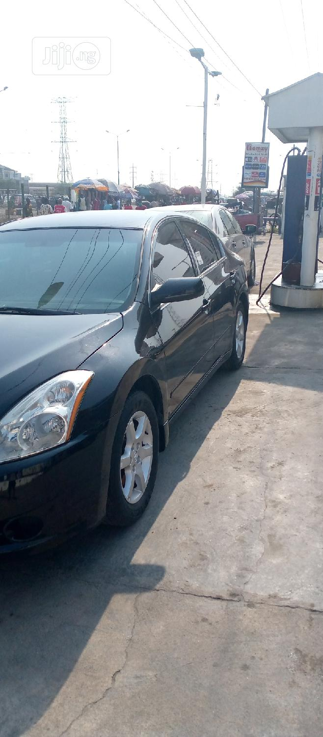 Archive: Nissan Altima 2010 2.5 Black