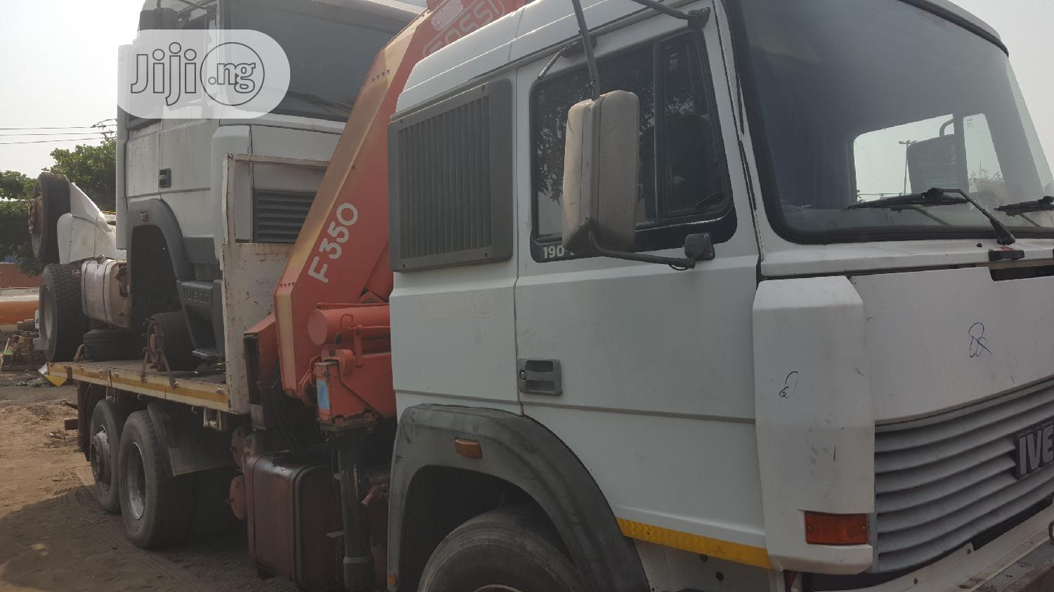 New Arrival 15tons Self Loader Crane IVECO Eight Tyres Truck