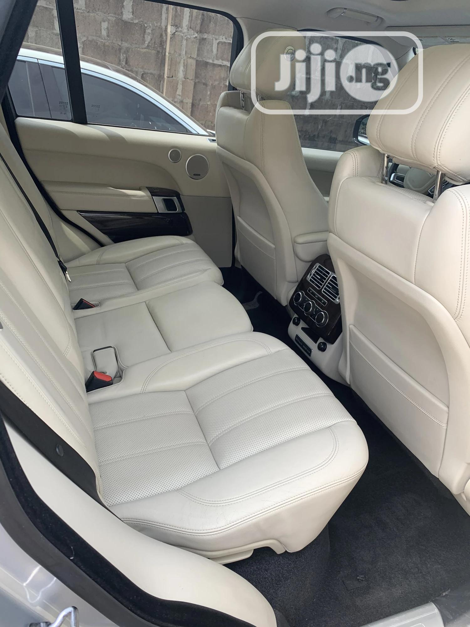 Archive: Land Rover Range Rover 2015 Silver