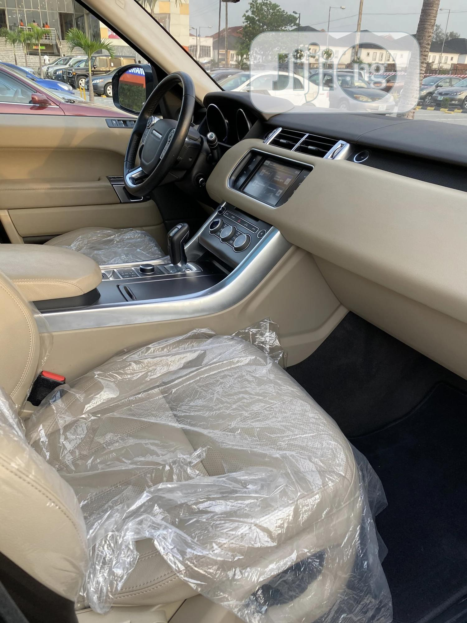 Archive: Land Rover Range Rover Sport 2016 SE 4x4 (3.0L 6cyl 8A) Gray