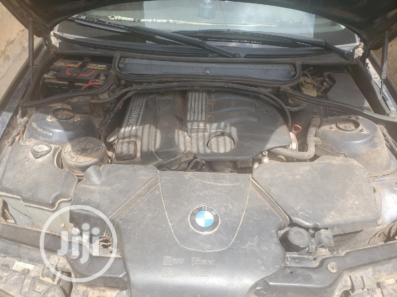 Archive: BMW 318i 2005 Blue