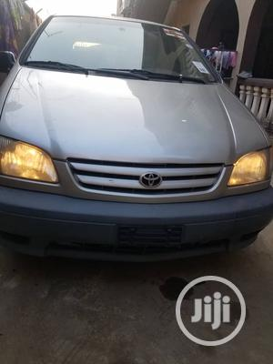 Toyota Sienna 1999 LE Gold | Cars for sale in Lagos State, Surulere