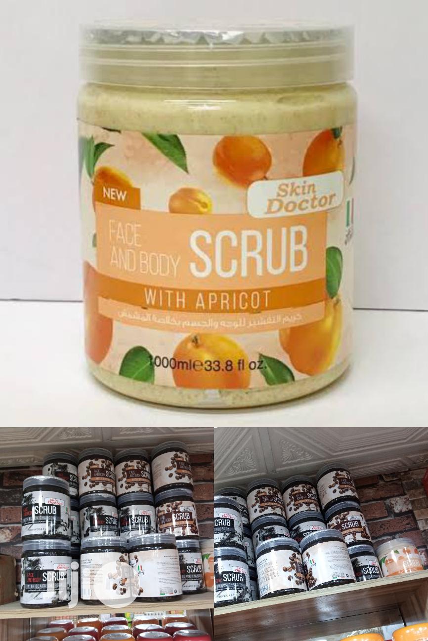 Skin Doctor Face & Body Scrub Wit Apricot-exfoliating 1000ml