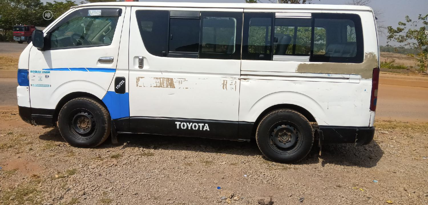 Archive: Toyota Hiace Bus 2008 Hummer 2