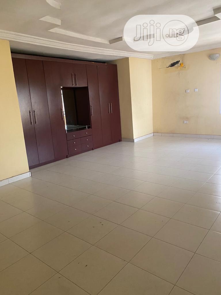 Archive: Relatively New 4bedroom Duplex