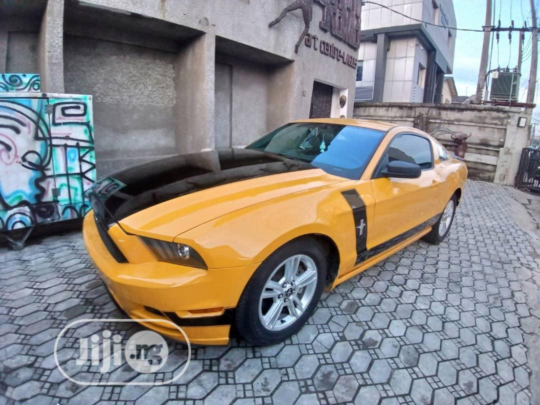 Ford Mustang 2013 Yellow