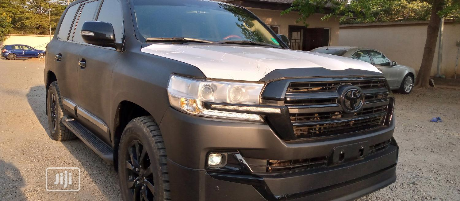 Archive: Toyota Land Cruiser 2020 Black