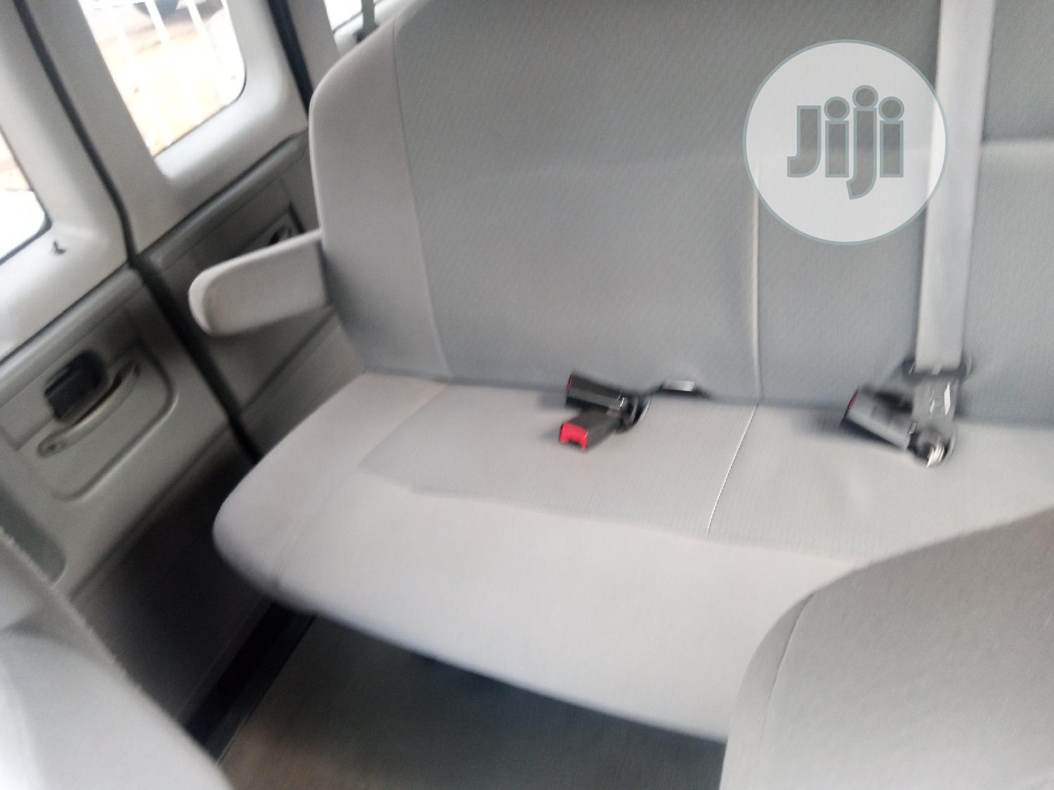 2010 Ford E350 Very Clean Accident Free Fabric Run And Drive | Buses & Microbuses for sale in Ikeja, Lagos State, Nigeria