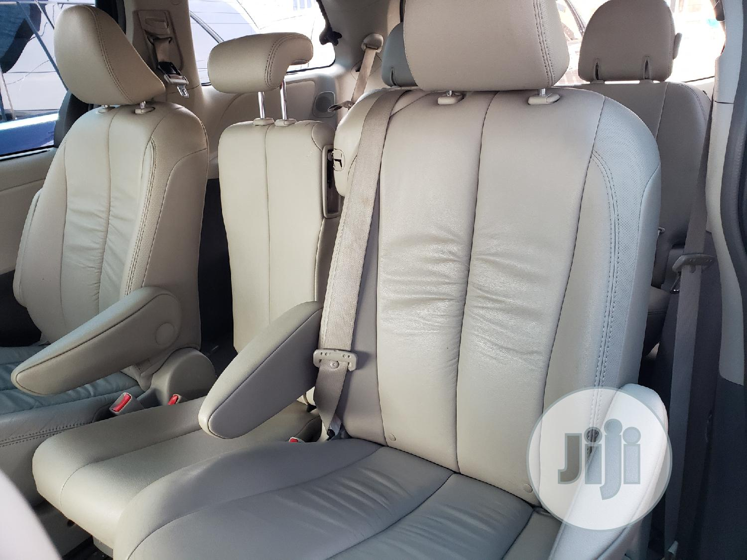 Toyota Sienna 2011 White   Cars for sale in Surulere, Lagos State, Nigeria