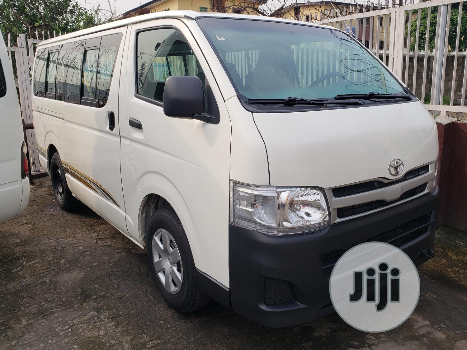 Toyota Hiace Bus Low Roof Locally Used