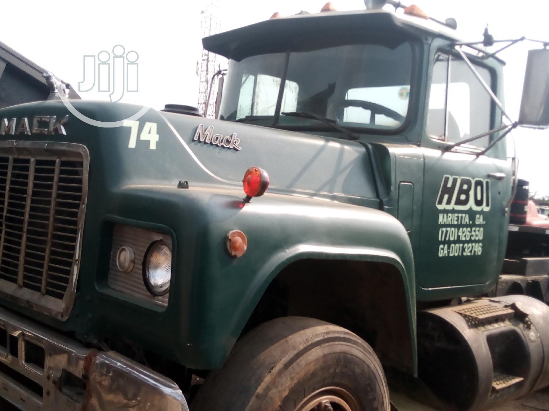 Tractor Head Mack
