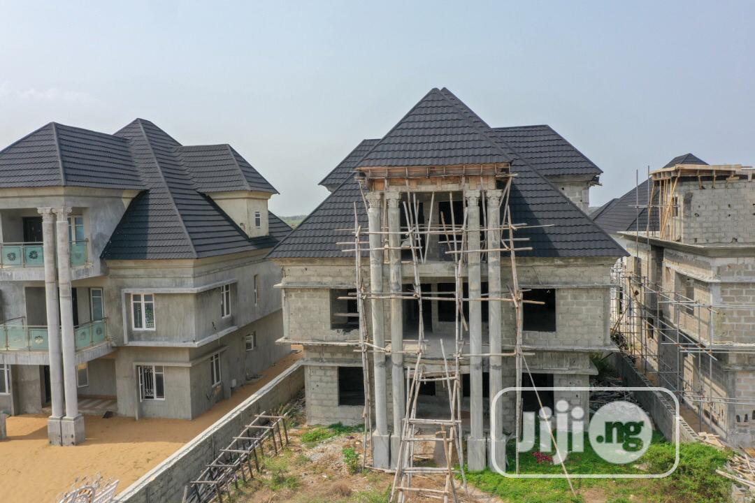 Archive: 5 Bedroom Terrace Bungalow With Inner Swimming Pool