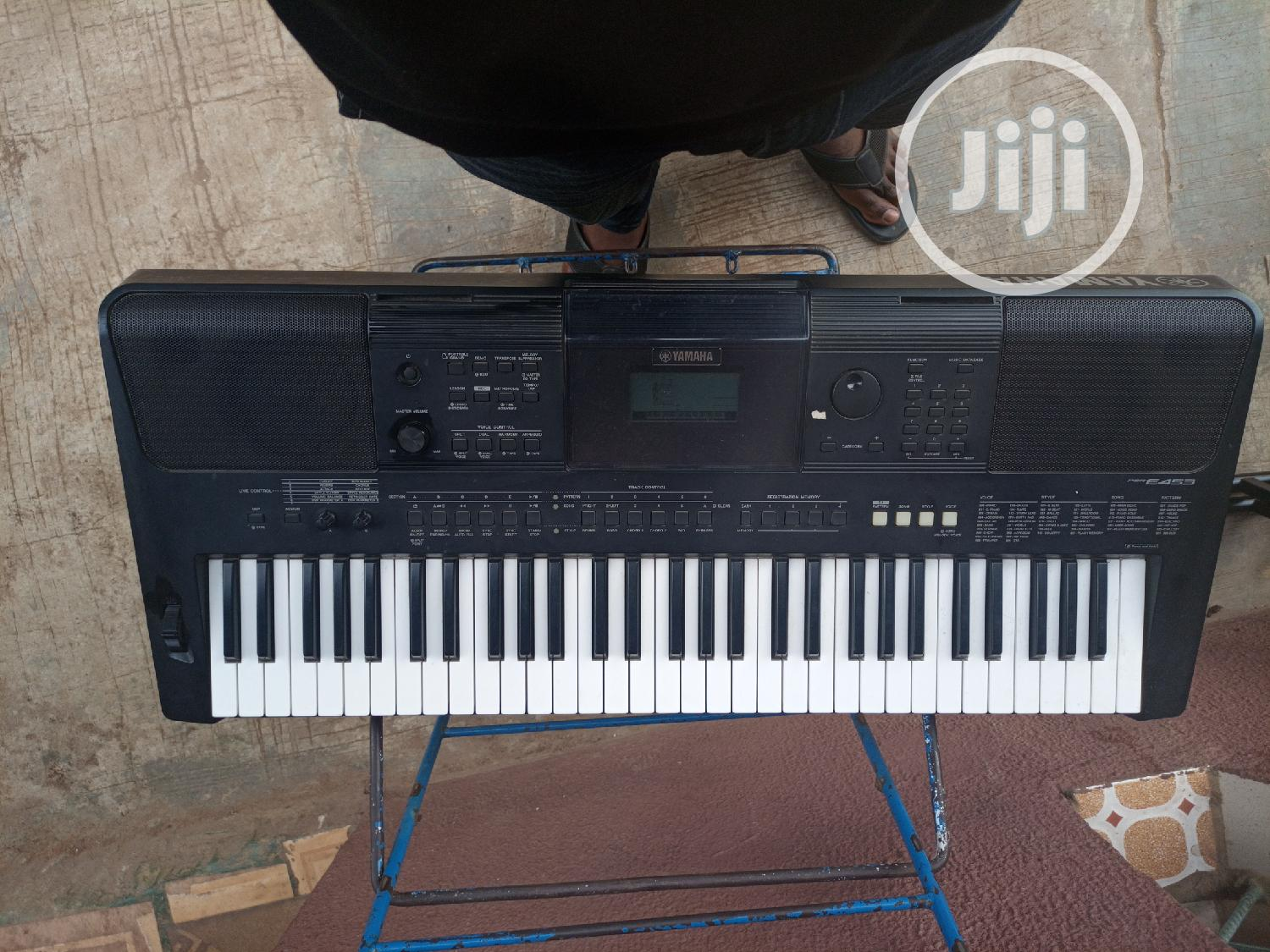 Archive: Yamaha PSR E453 + A Keyboard Stand And Sustain Pedal
