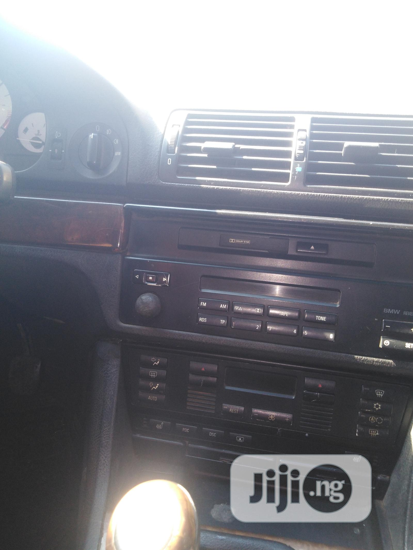 Archive: BMW 520i 2000 Blue