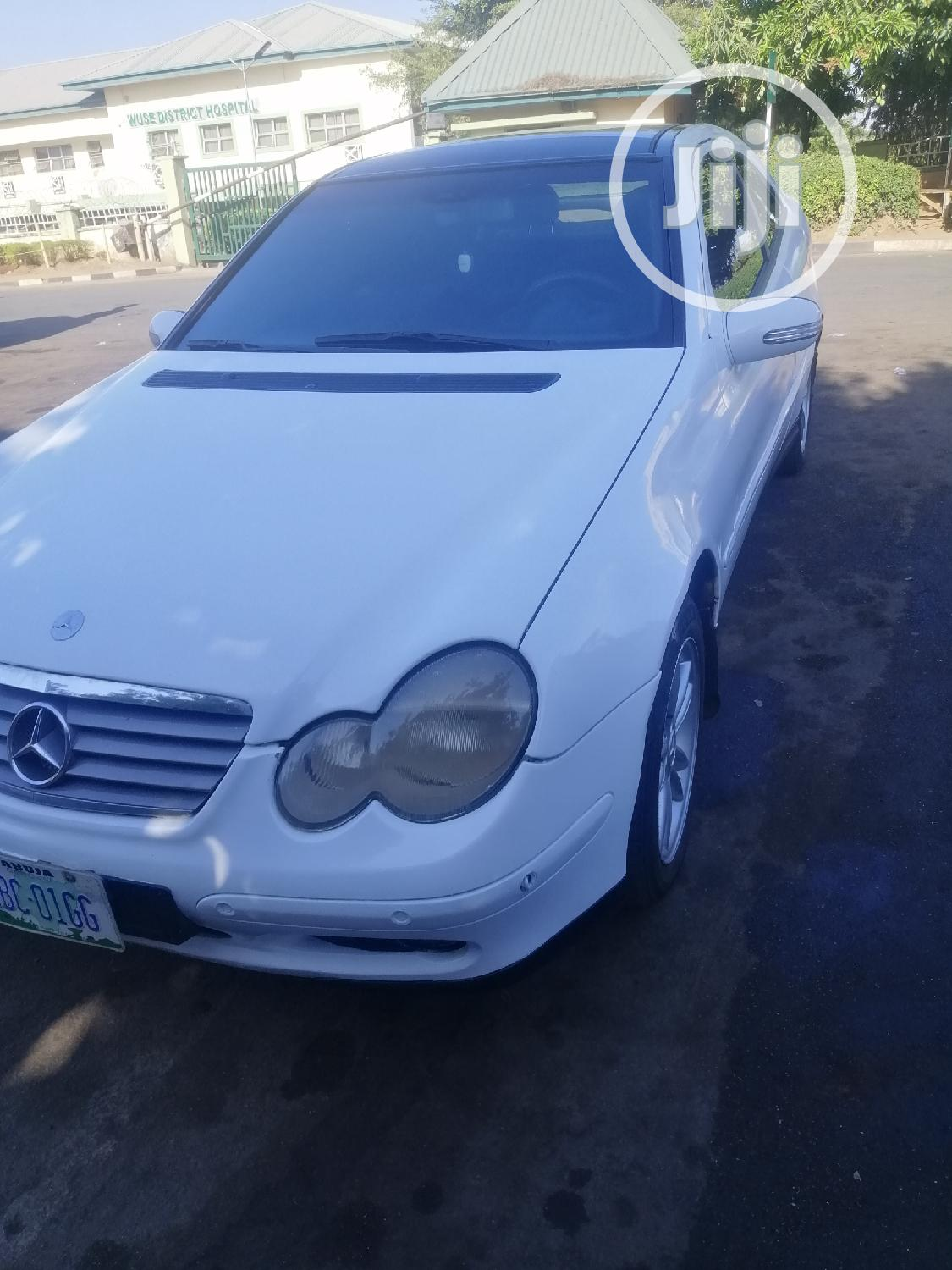 Mercedes-Benz C200 2005 White