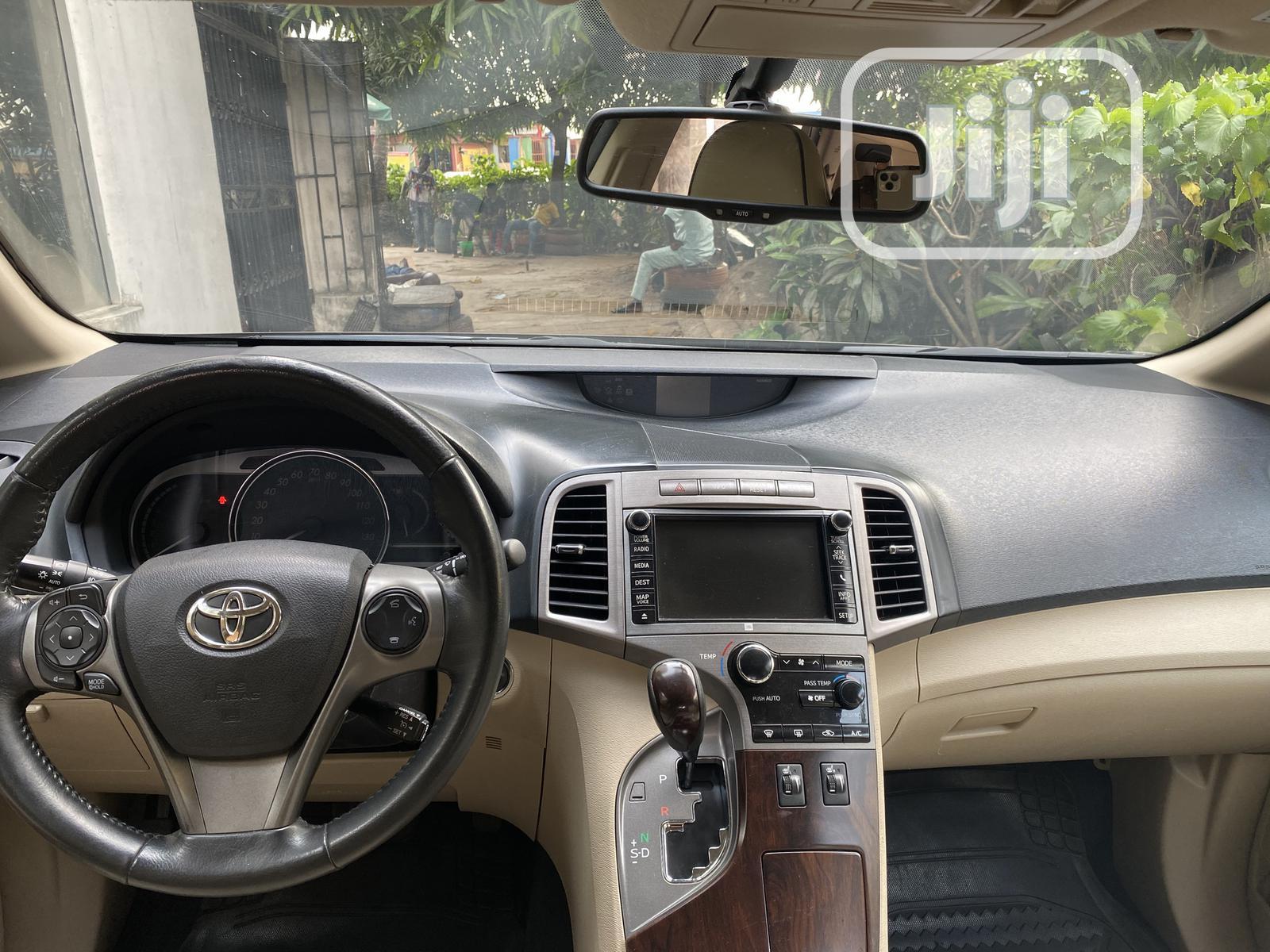Archive: Toyota Venza 2015 Brown