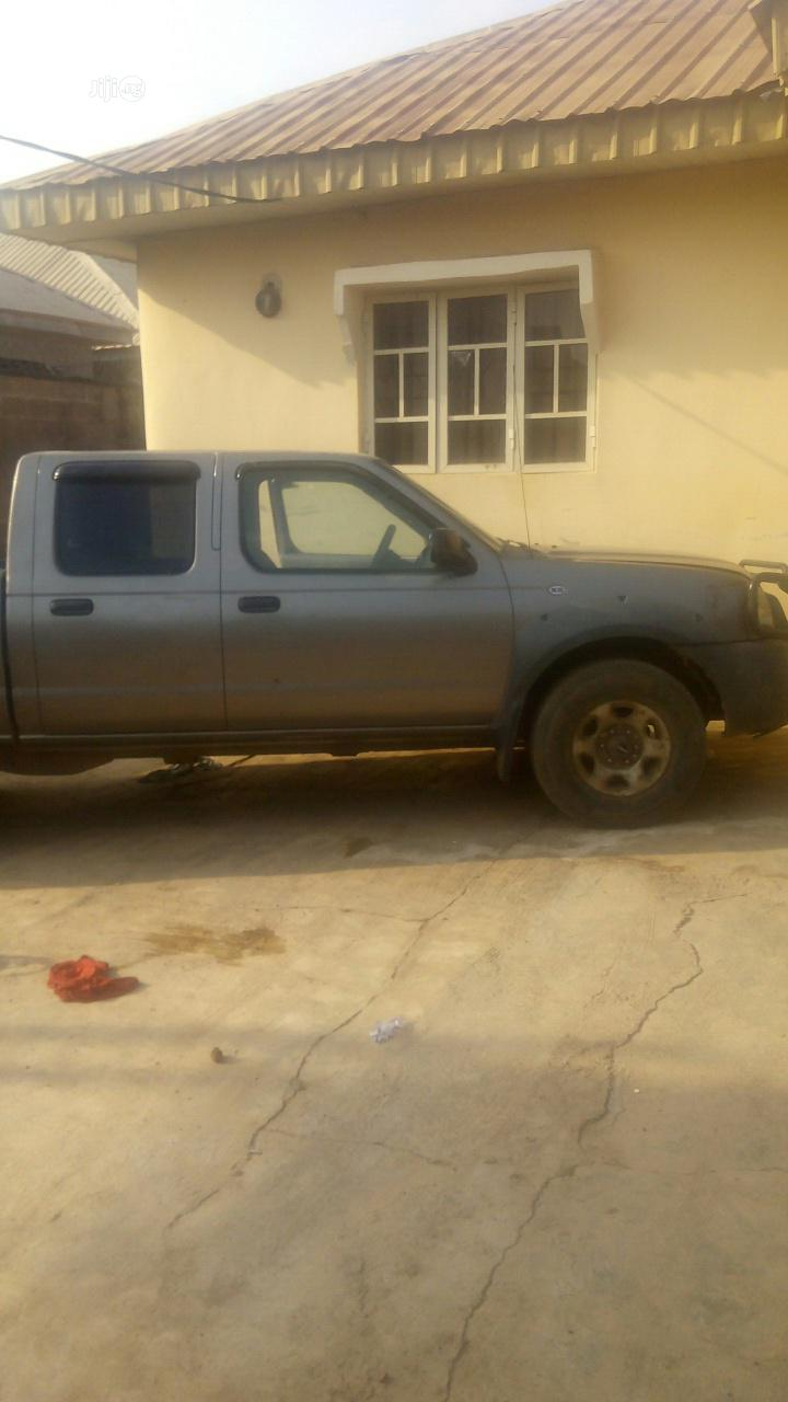 Archive: Nissan Frontier 2003 Gray