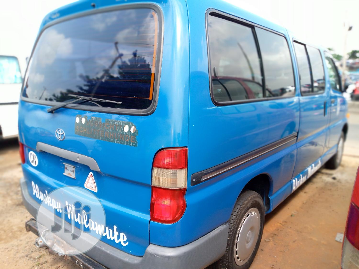 Toyota Hiace Bus (Long Chasis)