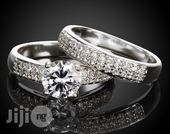 Women Classic Style Queen Wedding and Engagement Ring - Silver