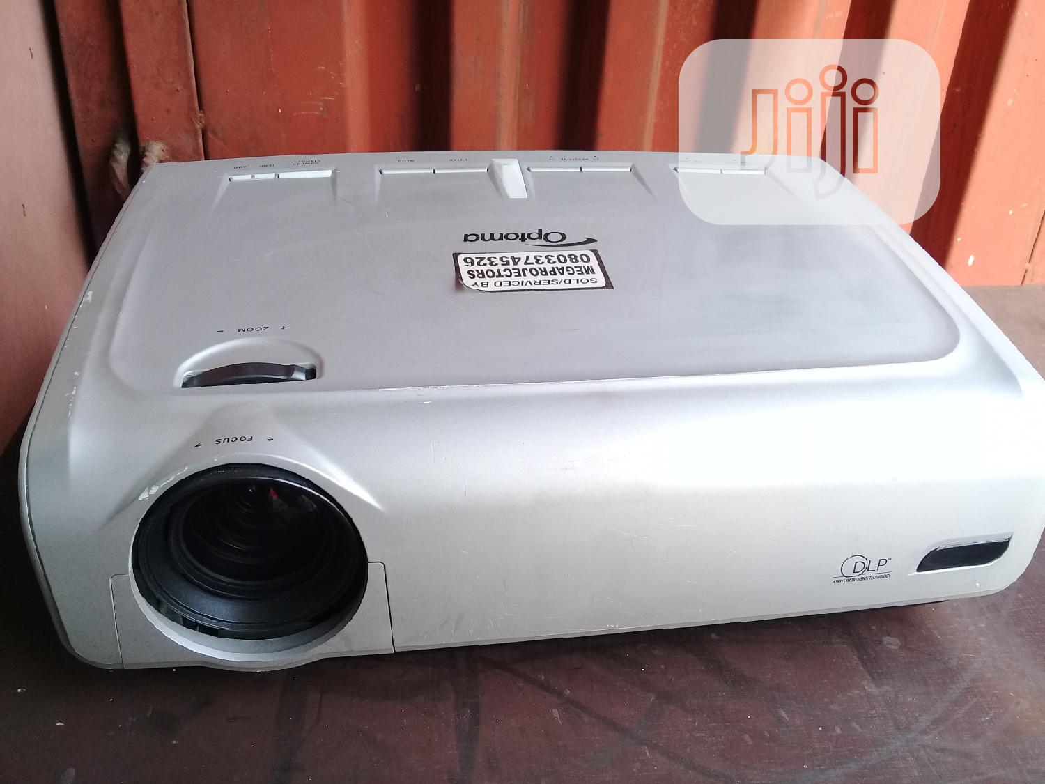 Archive: Sharp And Clean Optoma Projector