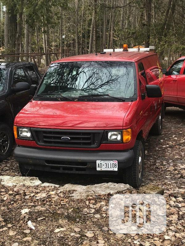 Ford Econoline 2006 Bus - Strong and Long Body
