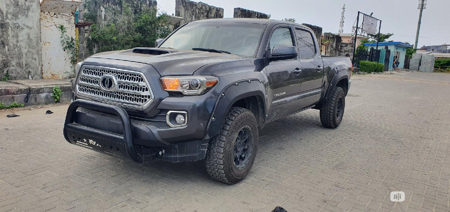 Toyota Tacoma 2016 4dr Double Cab Gray