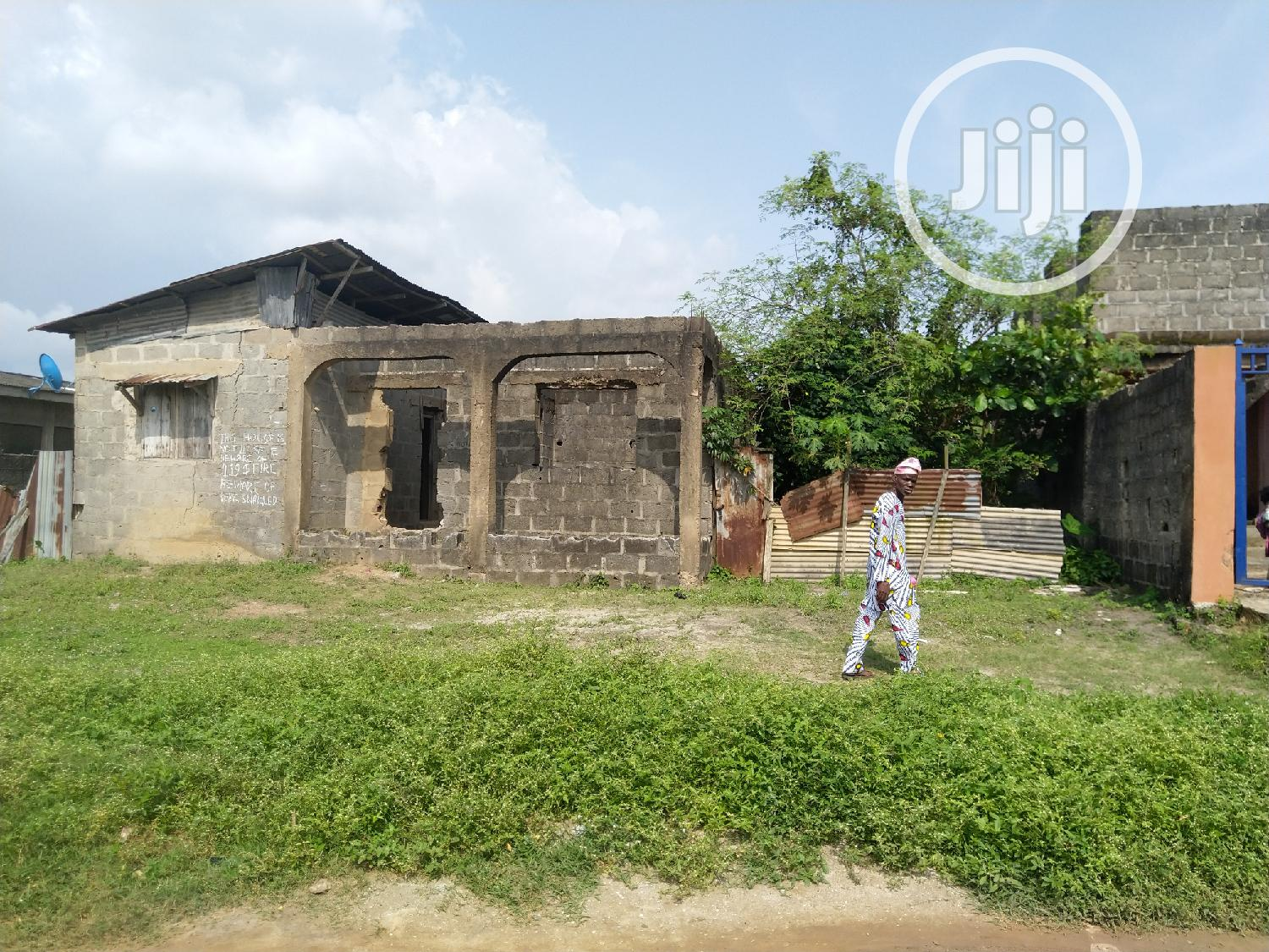 Uncompleted Bungalow For Sale With Receipt and Survey | Houses & Apartments For Sale for sale in Ikotun/Igando, Lagos State, Nigeria