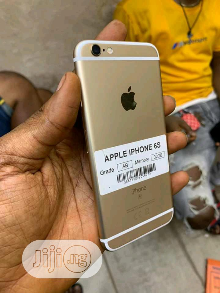 Archive: Apple iPhone 6s 32 GB Gold