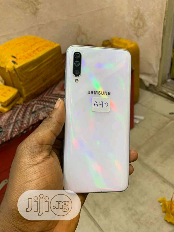 Archive: Samsung Galaxy A70 128 GB White
