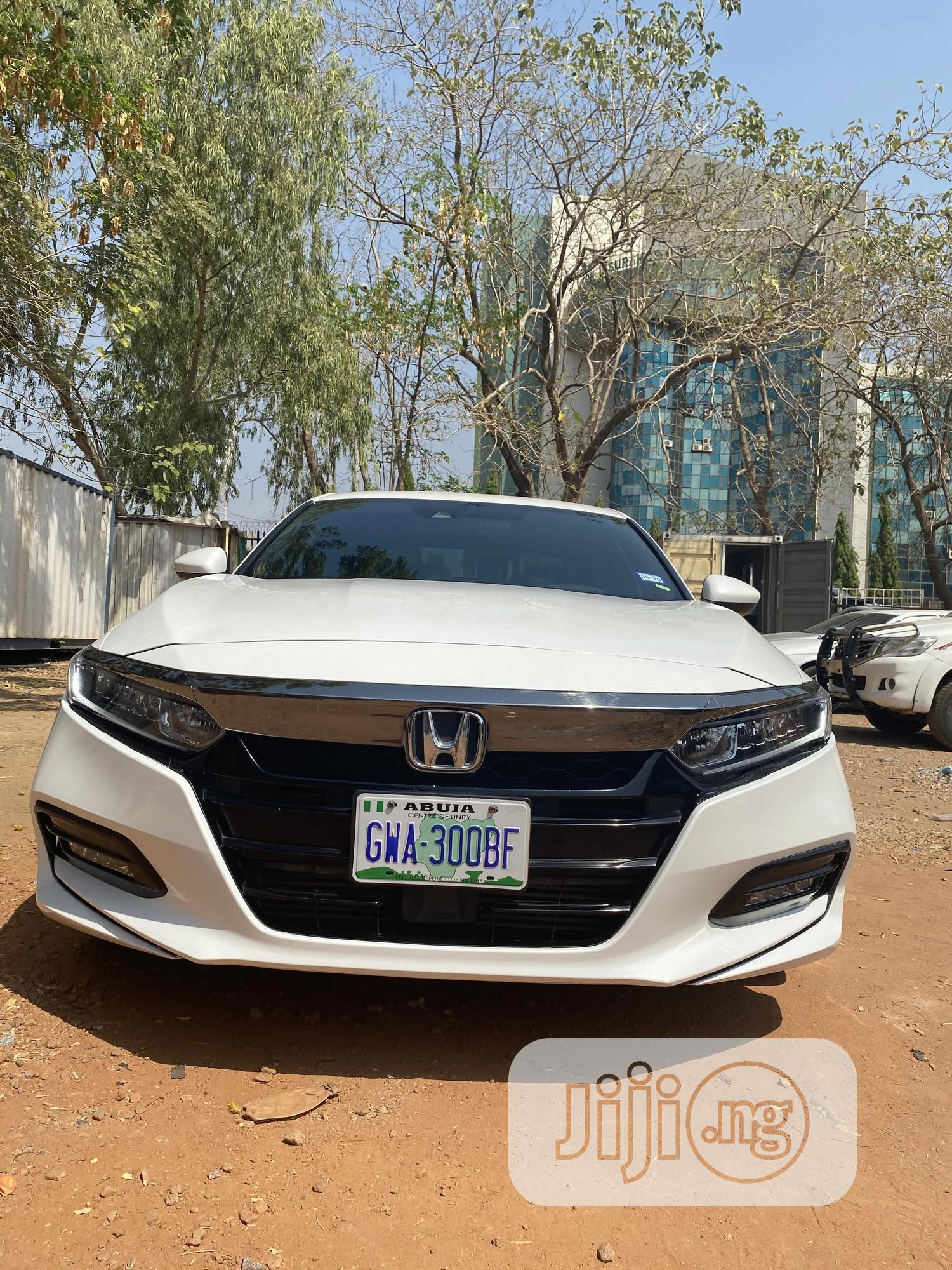 Archive: Honda Accord 2019 White