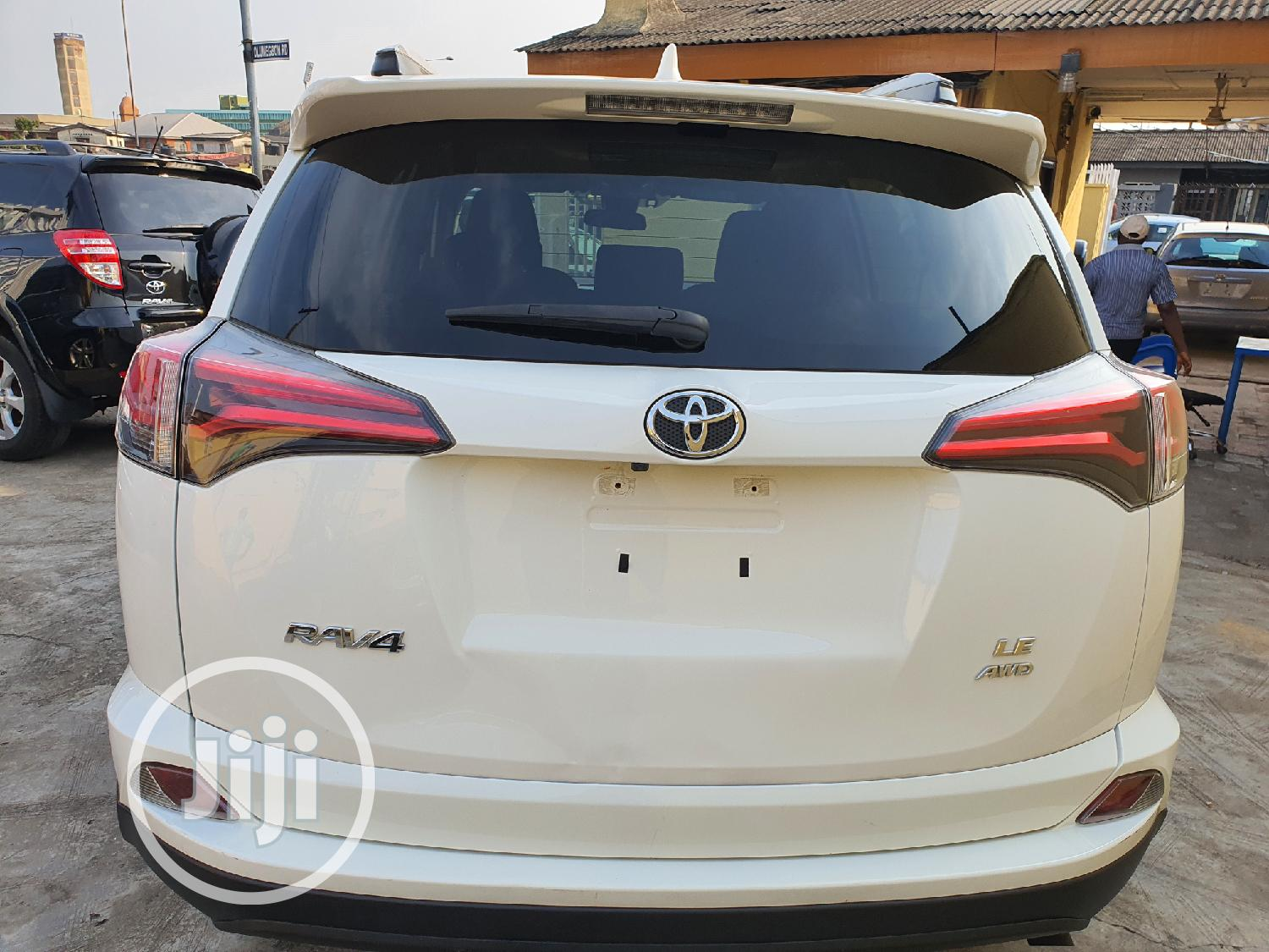 Toyota RAV4 2017 LE AWD (2.5L 4cyl 6A) White | Cars for sale in Surulere, Lagos State, Nigeria