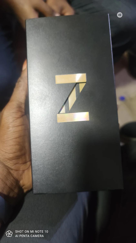 New Samsung Galaxy Z Flip 256 GB Gold