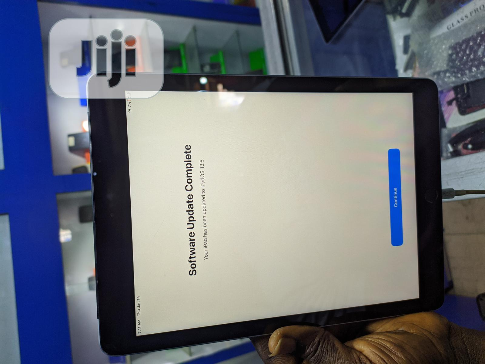 Archive: Apple iPad 9.7 32 GB Gray
