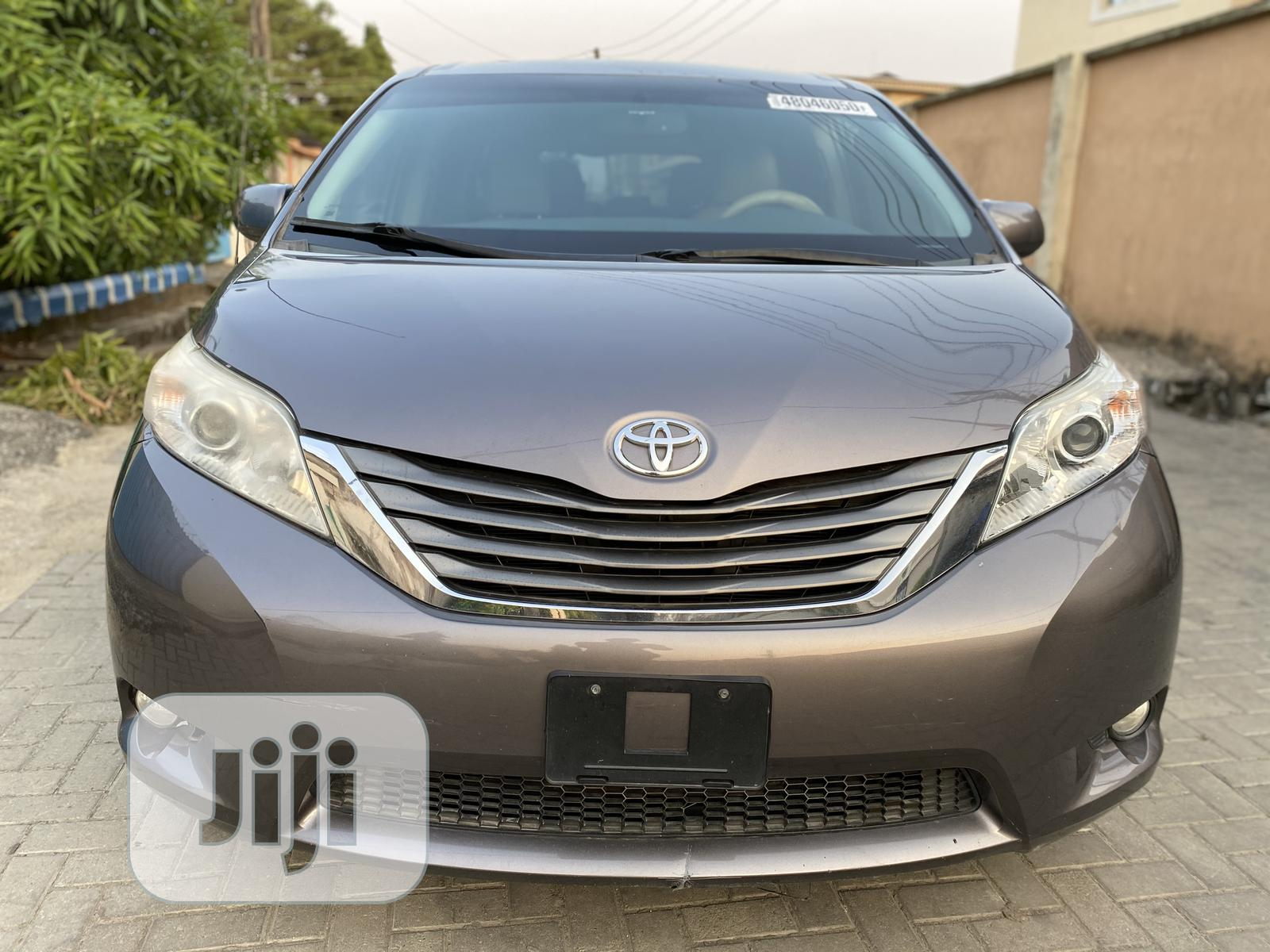 Toyota Sienna 2011 Gray