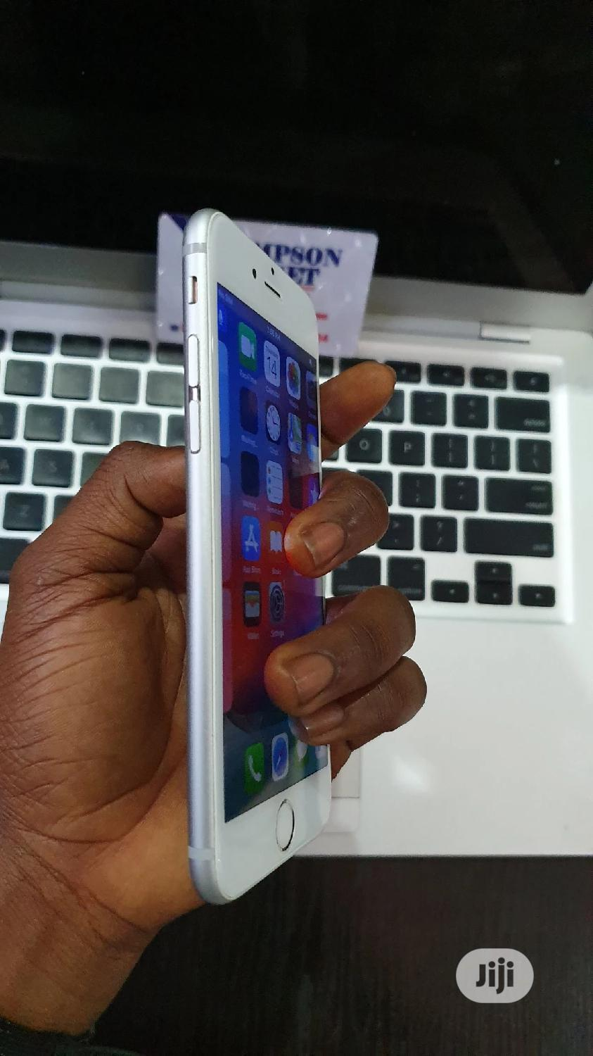 Archive: Apple iPhone 6s 32 GB Silver