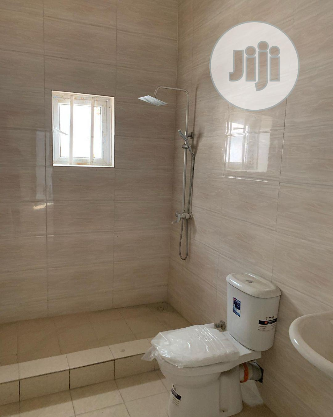 Distress 4 Bedroom Terrace Duplex With BQ | Houses & Apartments For Sale for sale in Osapa london, Lekki, Nigeria