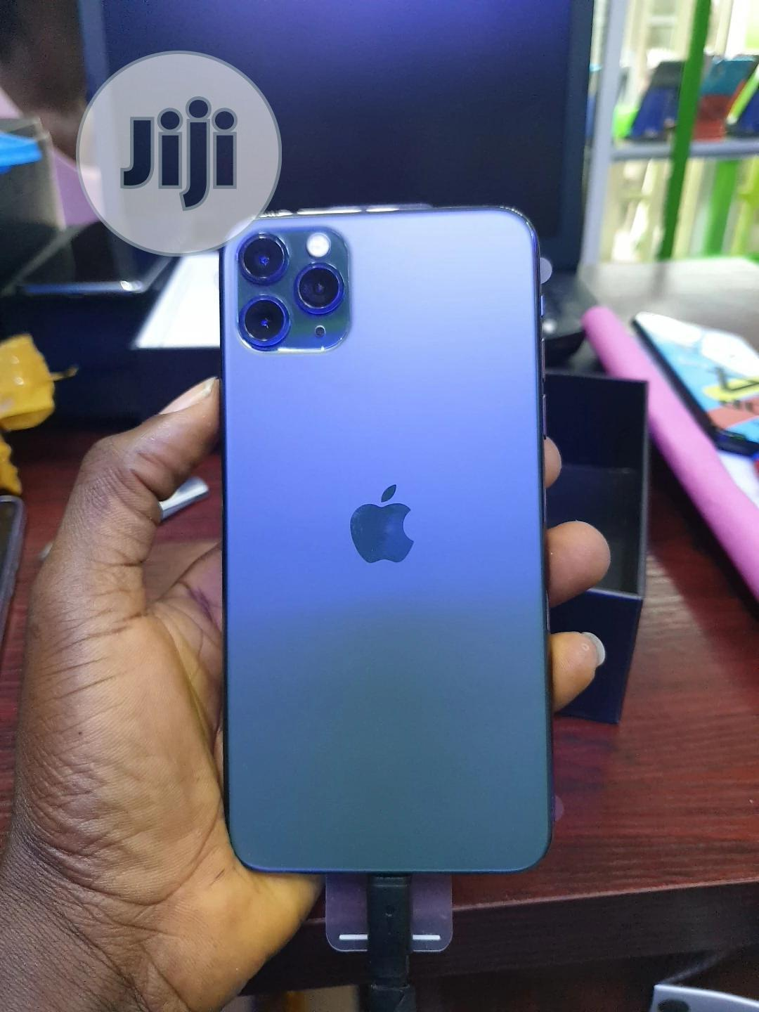 Archive: Apple iPhone 11 Pro Max 64 GB Gold