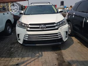 Toyota Highlander 2017 XLE 4x2 V6 (3.5L 6cyl 8A) White   Cars for sale in Lagos State, Ajah