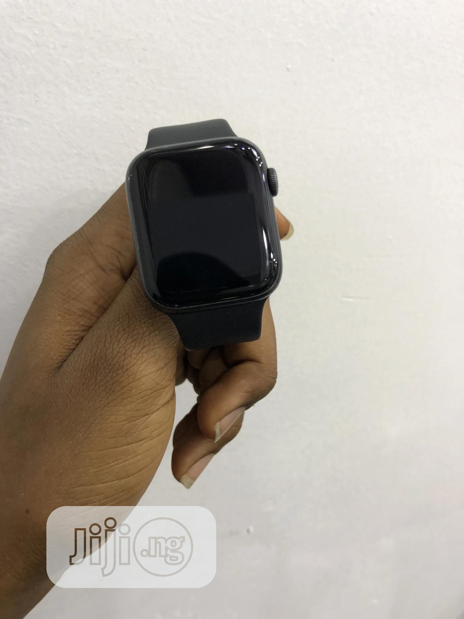 Archive: Apple Watch Series 4 44mm GPS + Celluar