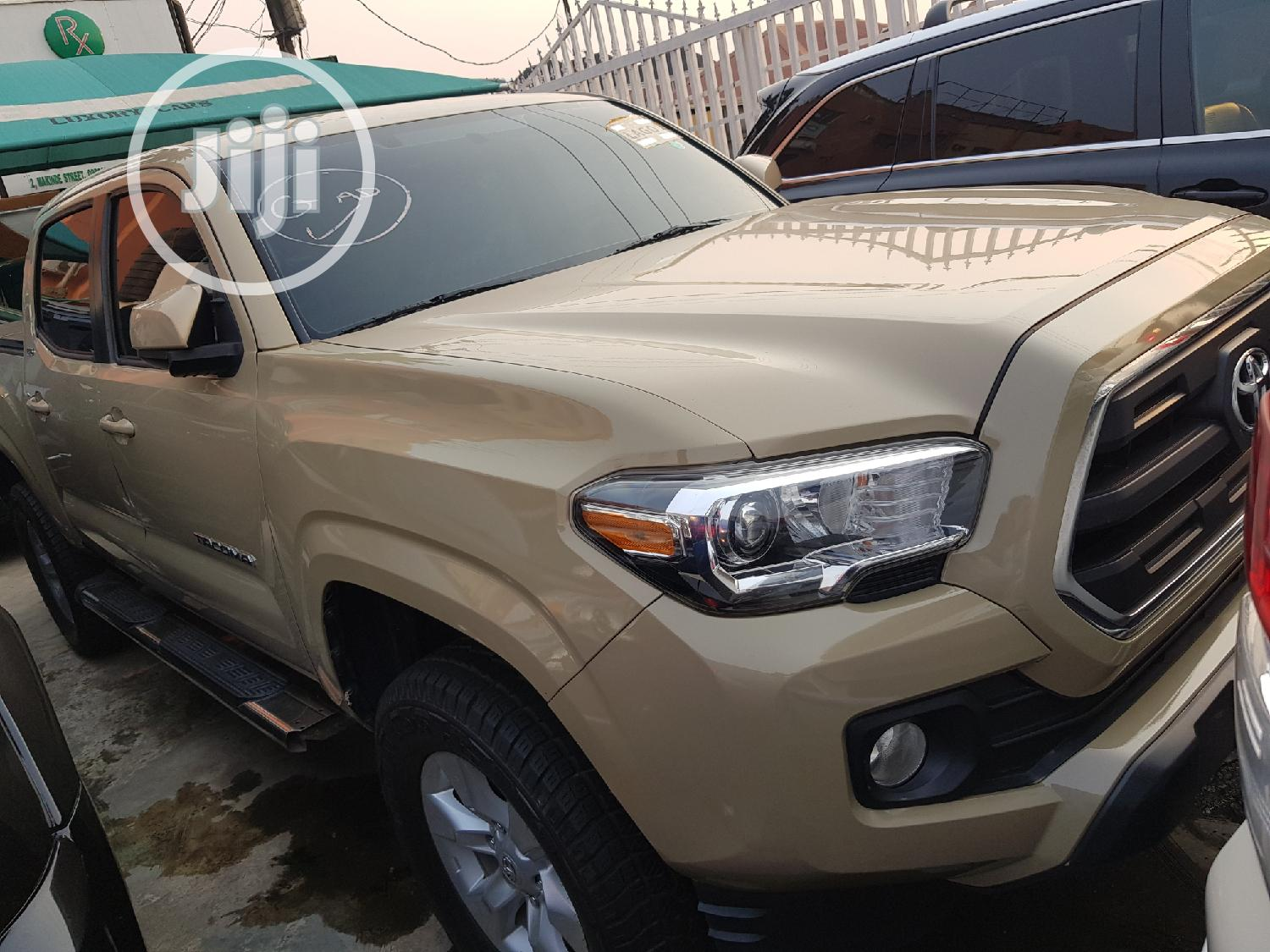 Toyota Tacoma 2016 4dr Double Cab Beige