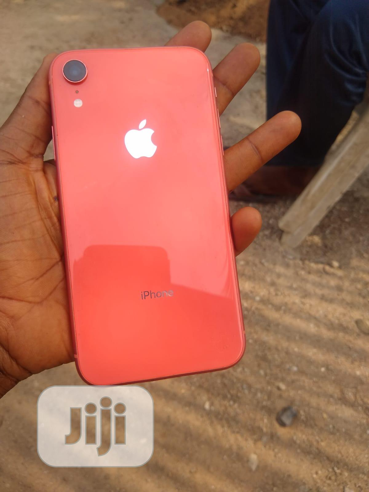 Archive: Apple iPhone XR 64 GB Pink