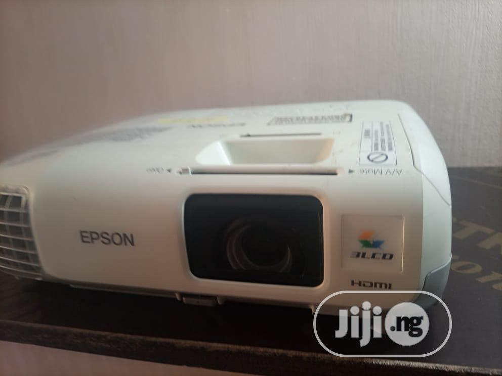 Amazing And Very Sharp Epson Projector