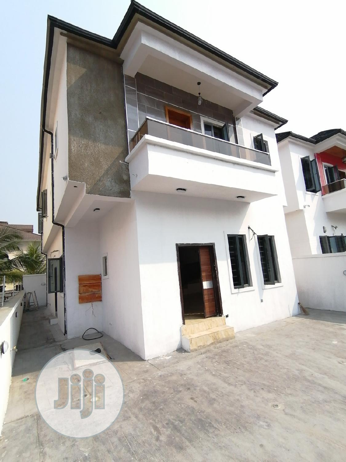 Fully Detached Duplex With a Room Bq 4 Bedroom